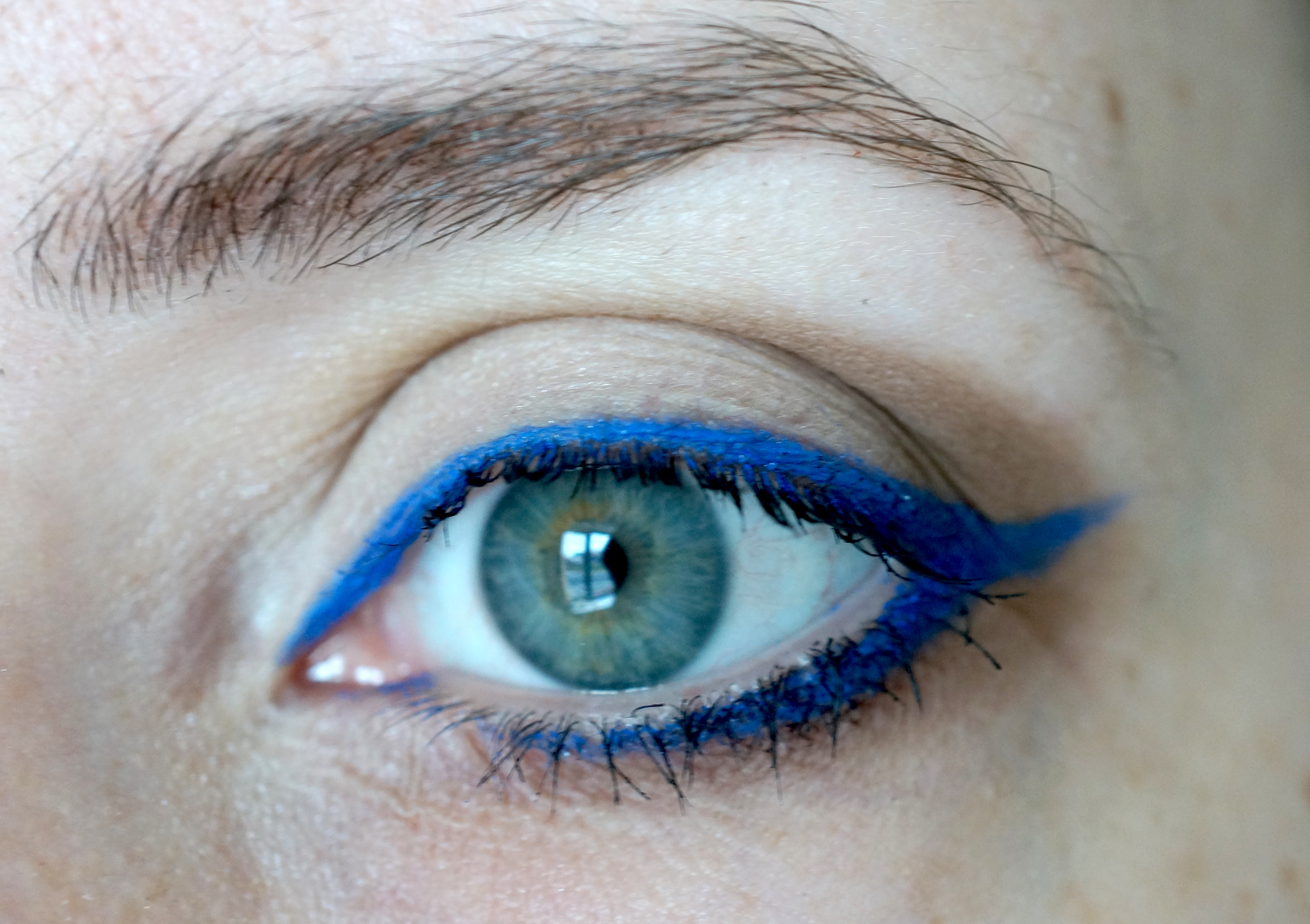 urban decay blue eyeliner