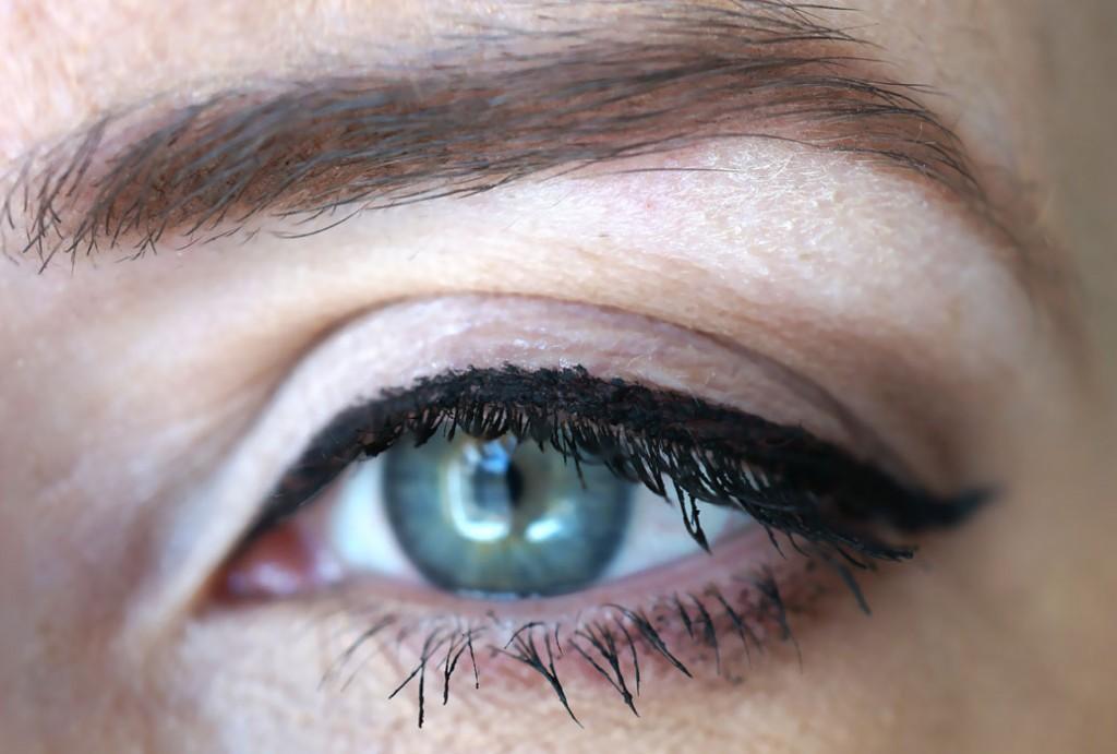 benefit-eyeliner-eye