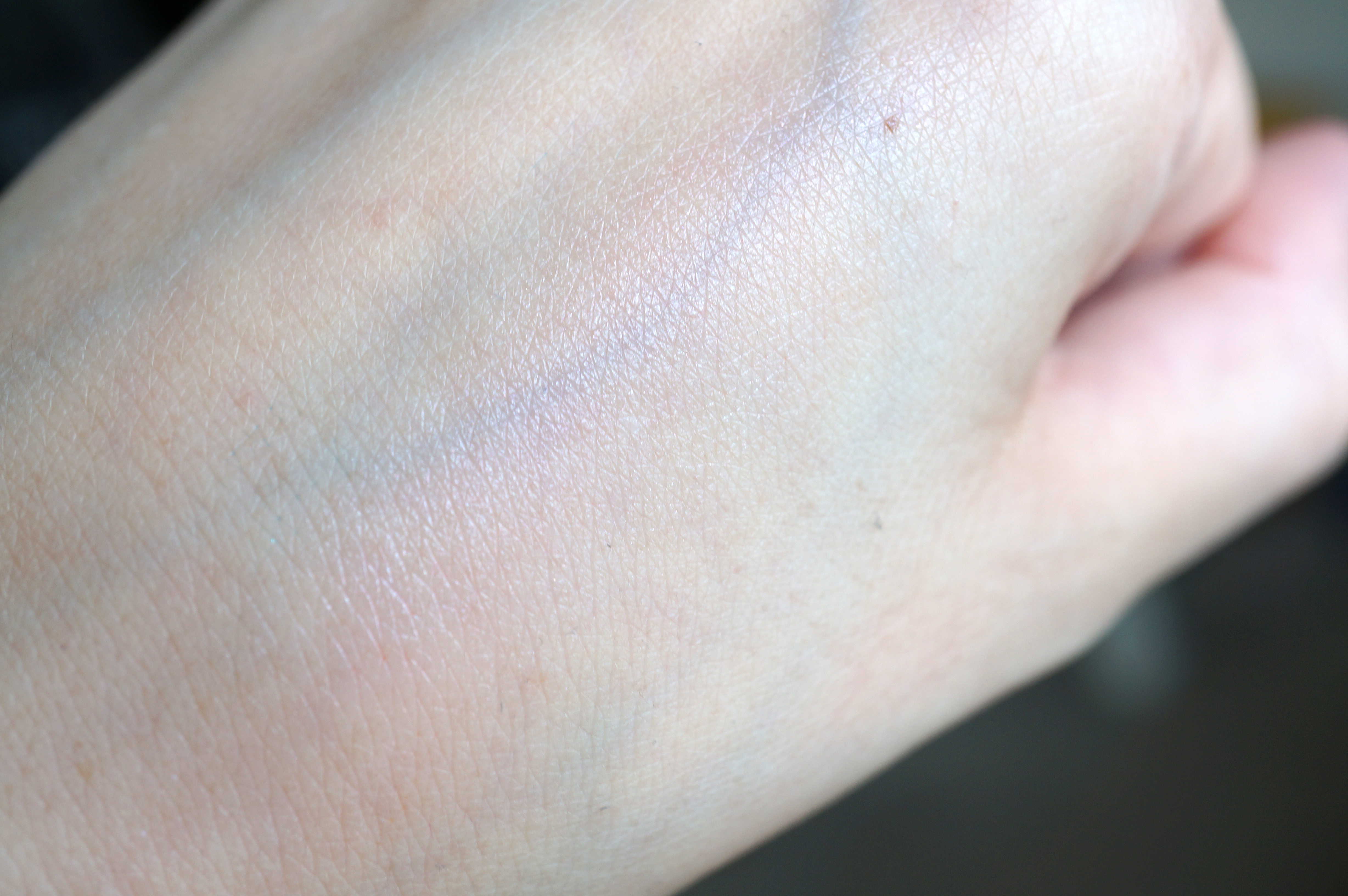 mac strobe cream swatch