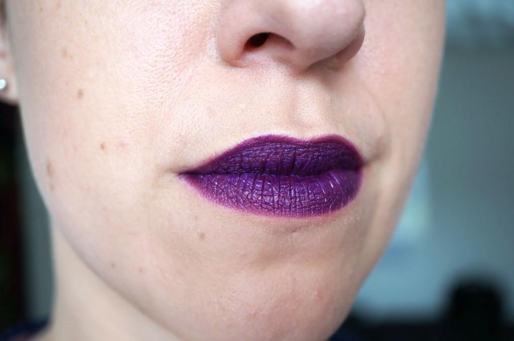 Makeup-Revolution-atomic-lipstick-make-it-right