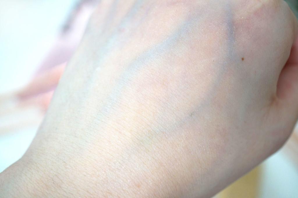 ysl-blur-primer-swatch