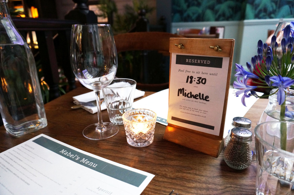 mabels-restaurant-table