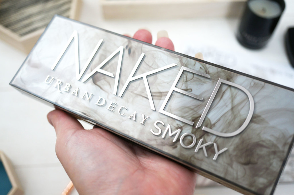 urban-decay-naked-smoky-case