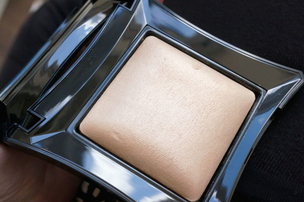 illamasqua-beyond-powder-omg-in-sunlight